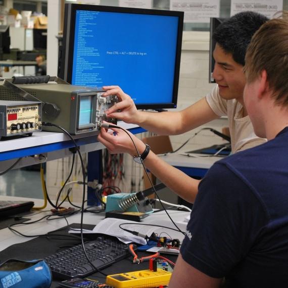 Chương trình Cử nhân Kỹ thuật (Danh dự) Kỹ thuật Điện và Điện tử